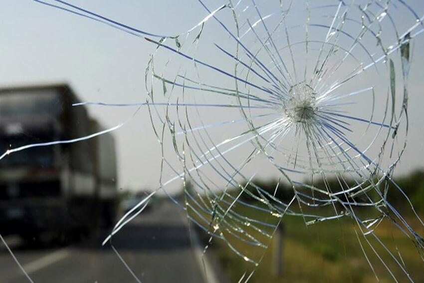Остановка трещин лобового стекла - 4 эффективных способа