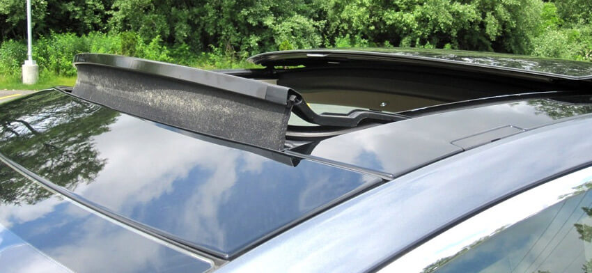 Фотография панорамного люка в салоне авто
